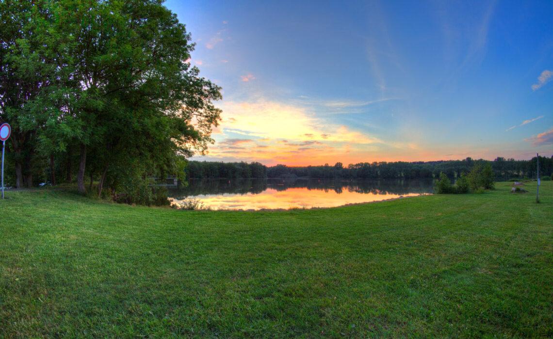 Sonnenuntergang über der Liegewiese